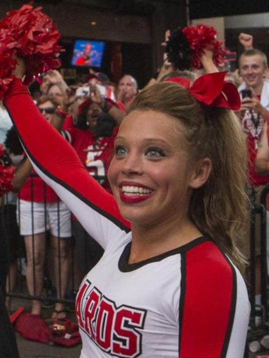 cogswell girls Danielle cogswell, a transfer student who grew up in washington, was a cheerleader at u of l for a year.
