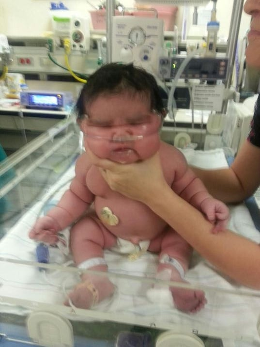 Baby weighing 13 pounds 13 ounces born