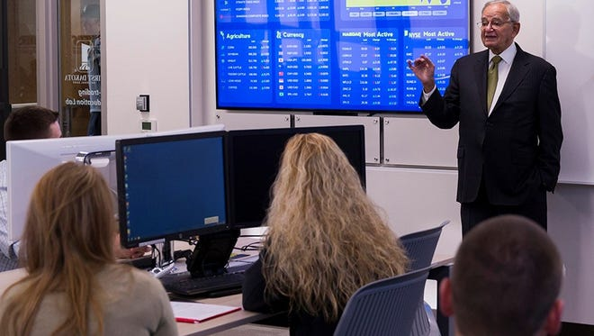 Leo Melamed, former chairman of the Chicago Mercantile Exchange (now CME Group), met with a class in the First Dakota National Bank e-Trading Laboratory.