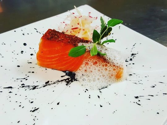 Cold-smoked salmon with horseradish bubbles from the