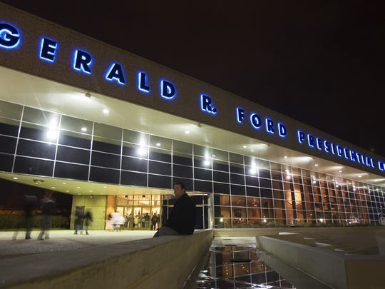Jeff Green of Grand Rapids, Mich., sits outside the Gerald R. Ford Museum on  Wednesday, Dec. 27, 2006.