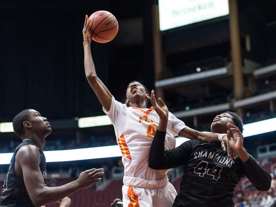 Corona del Sol's Dalen Terry (42) goes up for a shot