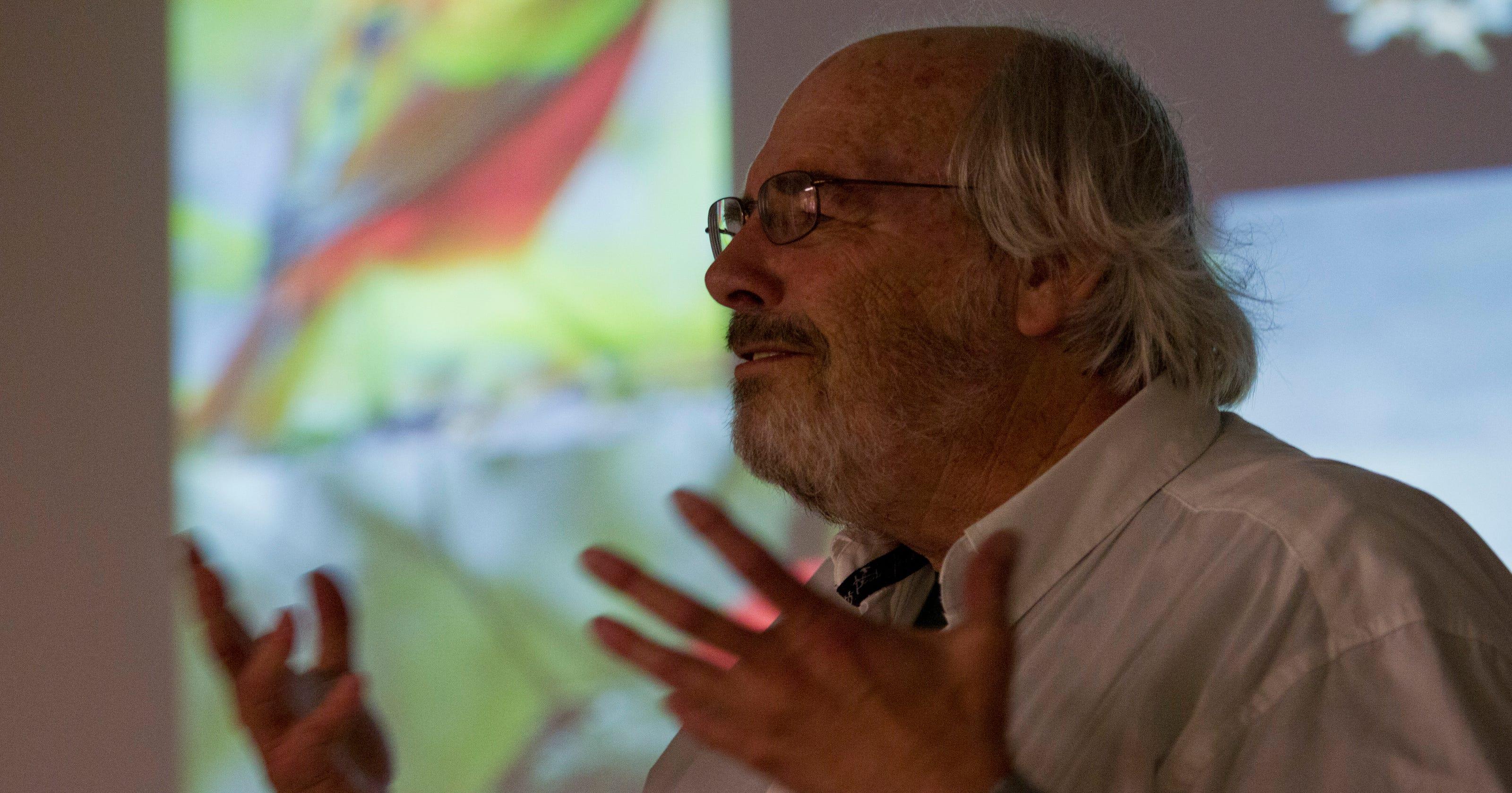 Jack Horner: Dinosaurs likely behaved like birds