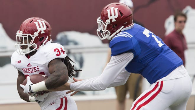 Indiana quarterback Nate Sudfeld (7) hands off to running back Devine Redding during the Cream and Crimson Spring Game on Saturday, April 18, 2015, at Memorial Stadium in Bloomington.