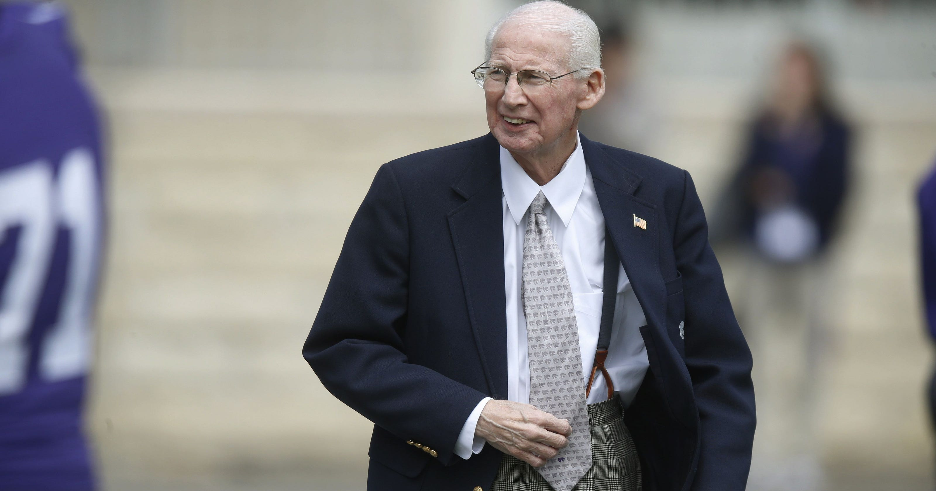 Kansas State Coach Bill Snyder Manages Cancer And