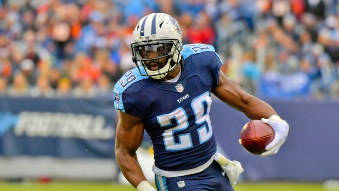 Tennessee Titans running back DeMarco Murray (29) rushes against the Cincinnati Bengals during the first half at Nissan Stadium.