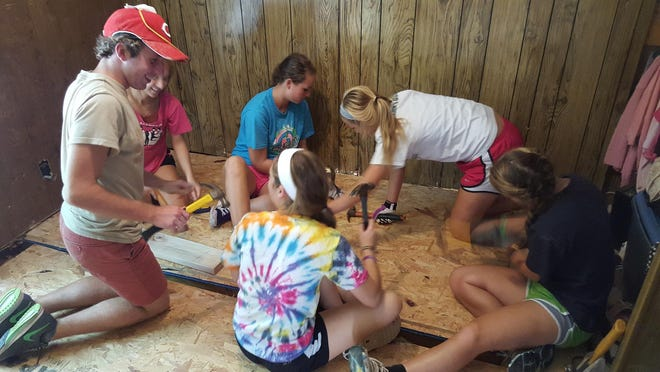 During a six-day service immersion retreat, 21 seniors from McNicholas High School visited Eastern Tennessee to serve the rural poor and build a community both among themselves and with the people in the Appalachian Mountains. This marks the 34th year that McNicholas has traveled to areas in Appalachia in conjunction with Glenmary Home Missioners.