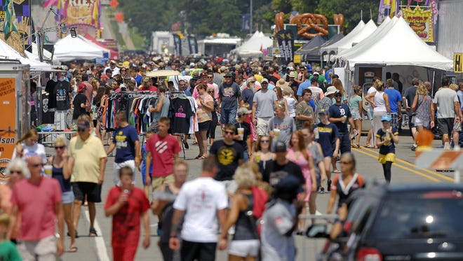 Thousands gather in St. Clair to enjoy Riverfest.