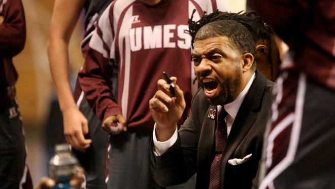 UMES  coach Fred Batchelor talks to his team during a timeout in the first half of last year's MEAC Championship.