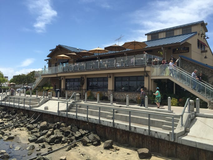 San diego 39 s top waterfront restaurants bars for The fish market restaurant san diego