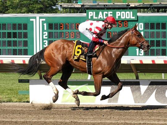 Jockey Joe Bravo romps home on his namesake, Jersey