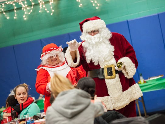 Residents Of Children 39 S Home Get Dinner With Santa