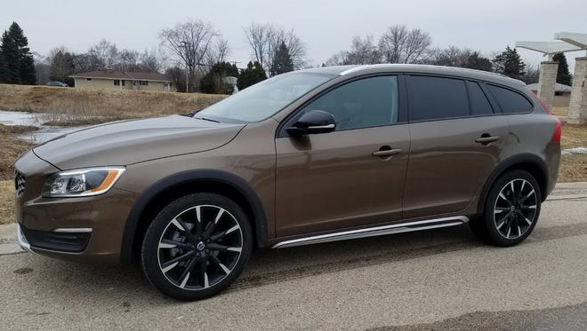 The 2017 Volvo V60 T5 AWD Cross Country mixes style with safety.