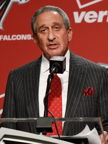 Atlanta Falcons team owner Arthur Blank introduces