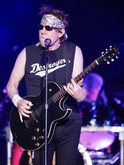 George Thorogood and the Destroyers play the Delaware