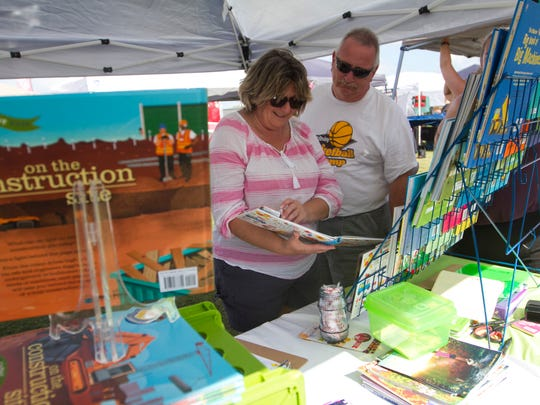 Pat and Joel Berger of Lehigh Acres shop for books