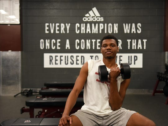 Reg'Onte Jones works out in the Fulton High weight