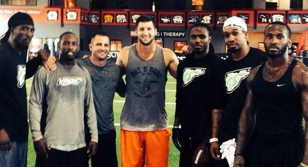 Tim Tebow, center, worked out with several members of the Nashville Venom this week.