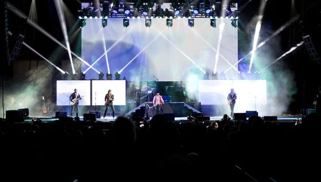 Bad Company performs at Ak-Chin Pavilion on May 22, 2016.