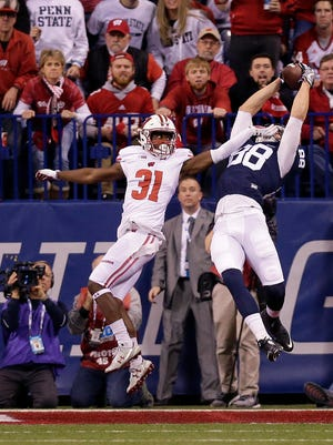 Penn State tight end Mike Gesicki scores a touchdown over Badgers safety Lubern Figaro.