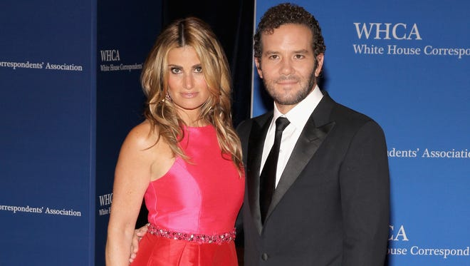 Idina Menzel and Aaron Lohr attend the White House Correspondents' Association Dinner in Washington on April 25, 2015.