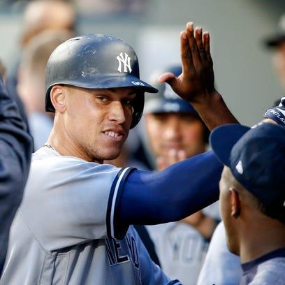 Yankees right fielder Aaron Judge (99) exchanges high-fives