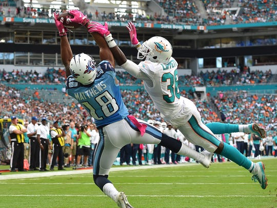 Titans wide receiver Rishard Matthews (18) catches a pass for a touchdown during the second half against the Dolphins on Oct. 9, 2016.