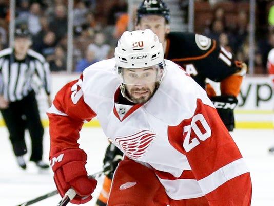 635634318364800905-AP-Red-Wings-Ducks-Hockey-AN