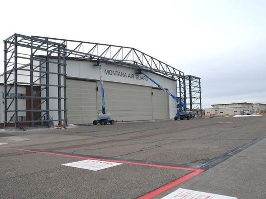 -MANG hangar.jpg_20140220.jpg