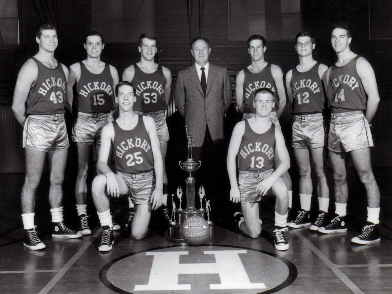 "Brad Long (far right, No. 14) was one of the unknowns who was cast in the movie ""Hoosiers."""