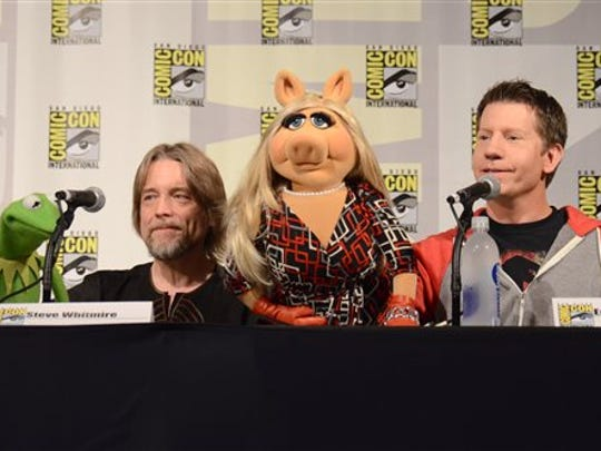 "Kermit the Frog, left, puppeteer Steve Whitmire, Miss Piggy, and puppeteer Eric Jacobson attend ""The Muppets"" panel on day 3 of Comic-Con International on Saturday, July 11, 2015, in San Diego."