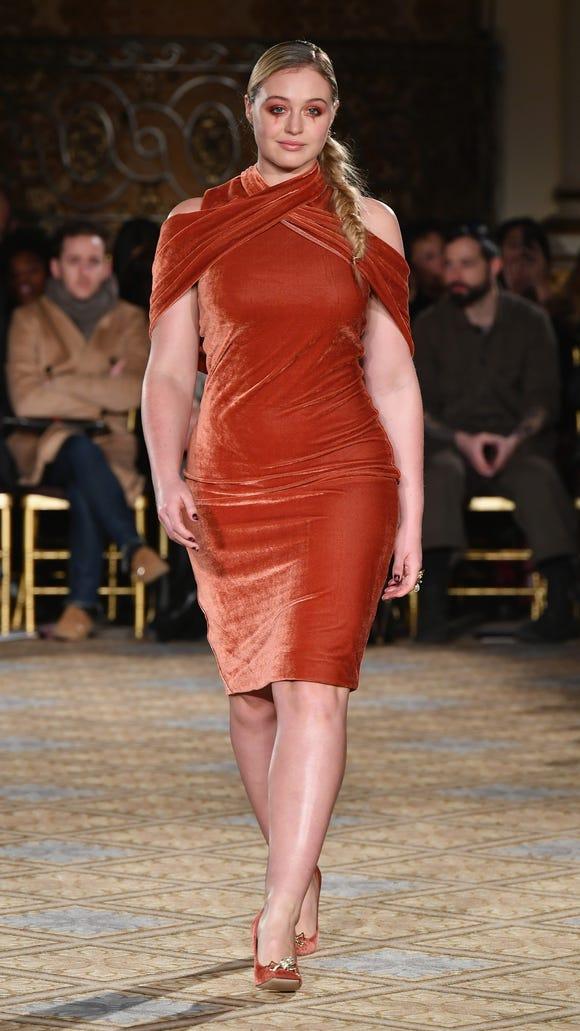 Model Iskra Lawrence, absolutely slaying in burnt orange