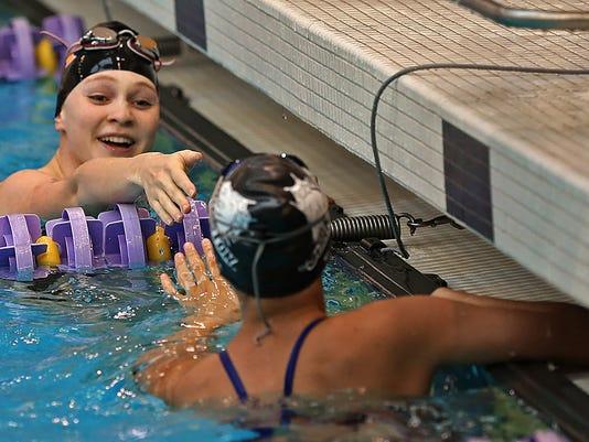 -des.s0827johnswimming.bn8.jpg_20140826.jpg
