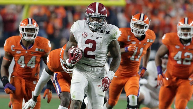 Alabama's Derrick Henry runs for a touchdown during the first half of the NCAA college football playoff championship game on Monday in Glendale, Ariz.