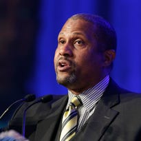 Talk-show host Tavis Smiley sues PBS for breach of contract after firing
