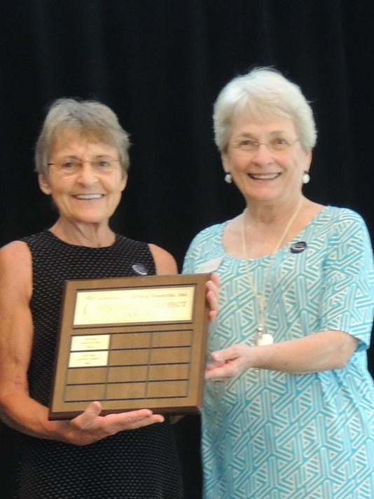 TLLC Board Member Suzanne Sutherland receives award from Arkansas Literacy C