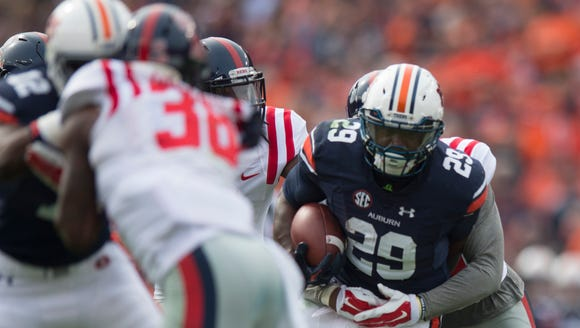 Auburn Tigers running back Jovon Robinson (29) runs