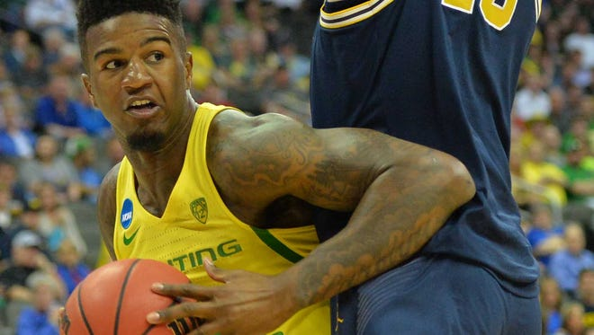 Mar 23, 2017; Kansas City, MO, USA; Oregon Ducks forward Jordan Bell (1) works around Michigan Wolverines forward Moritz Wagner (13) during the first half in the semifinals of the midwest Regional of the 2017 NCAA Tournament at Sprint Center. Mandatory Credit: Denny Medley-USA TODAY Sports