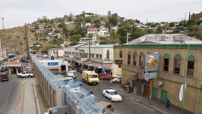 The border between the United States (left) and Mexico (right) at the Dennis DeConcini Port of Entry in Nogales on May 15, 2006.