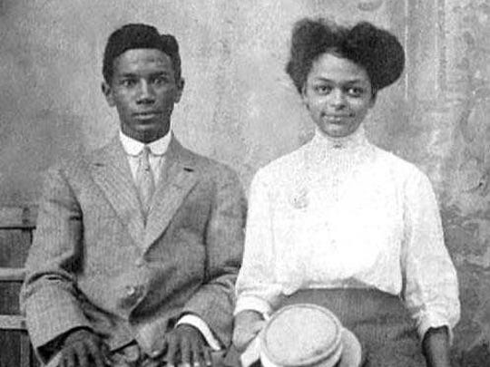 Dennis Richmond's great-great-grandparents, John Sherman Merritt and Lelia Bell Robinson. Their daughter was Richmond's great-grandmother, Adele Matilda Merritt.