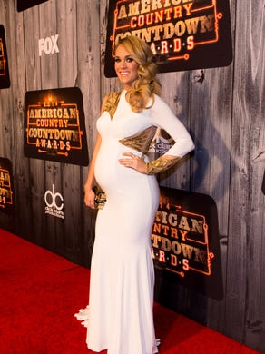 Carrie hits the red carpet at the 2014 American Country