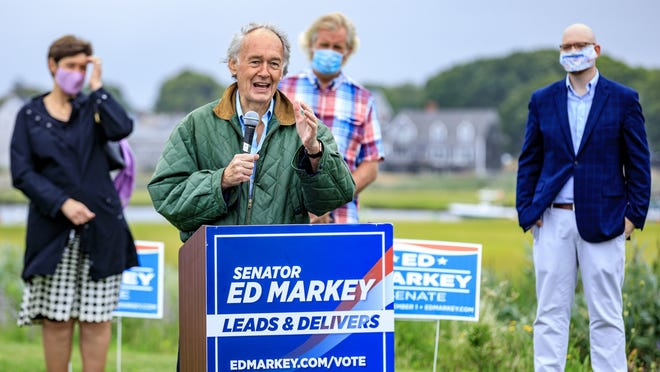Senator Ed Markey speaks with residents of Marshfield at Harbor Park on Saturday, Aug. 15.
