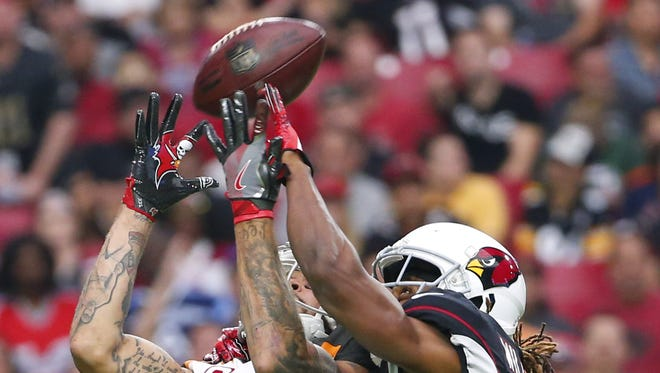Tampa Bay Buccaneers wide receiver Mike Evans (13) catches a pass while defended by Arizona Cardinals defensive back Tramon Williams (25) during the third quarter at University of Phoenix Stadium in Glendale, Ariz. October 15, 2017.