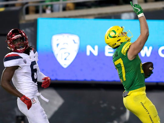 Nov 18, 2017; Eugene, OR, USA; Oregon Ducks tight end