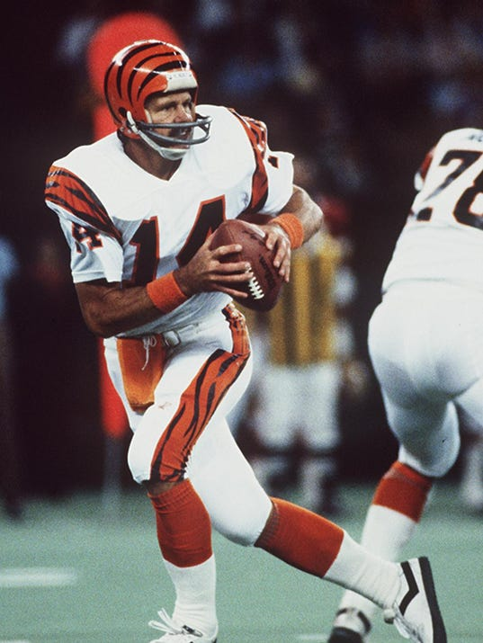 Text: anderson sports 1/24/96 ken anderson veteran cincinnati bengal quarterback in action early 1980's. cincinnati enquirer/michael e. keating mek