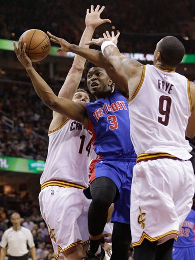 Detroit Pistons' Stanley Johnson (3) drives between