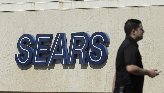 Sears is closing another 72 stores after reporting a first-quarter losses and plunging sales.