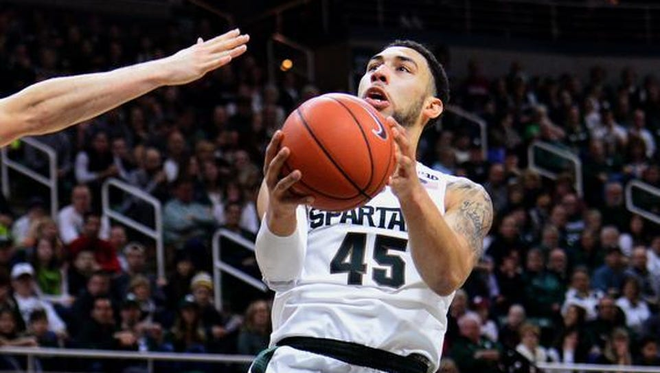 Spartans guard Denzel Valentine (45) goes up for a
