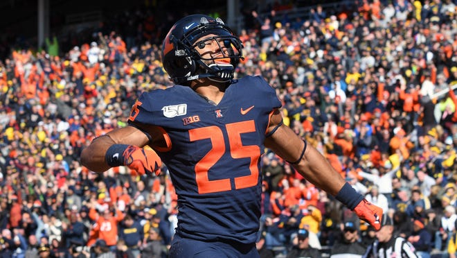 Former Illinois running back Dre Brown has been hired as an analyst for Notre Dame football with a focus on offensive recruiting. Michael Allio, USA TODAY Sports