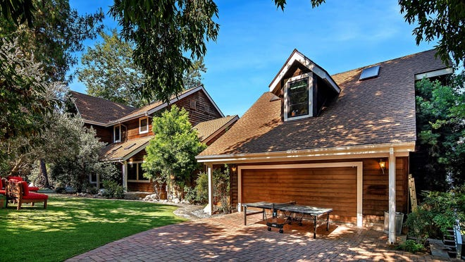 Rainn Wilson's Agoura Hills, California, house features a rustic charm.